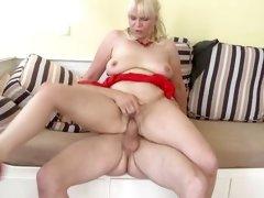 big booty friends mom