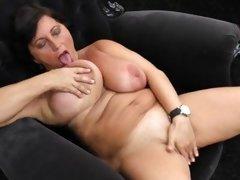 porno mature masturbation